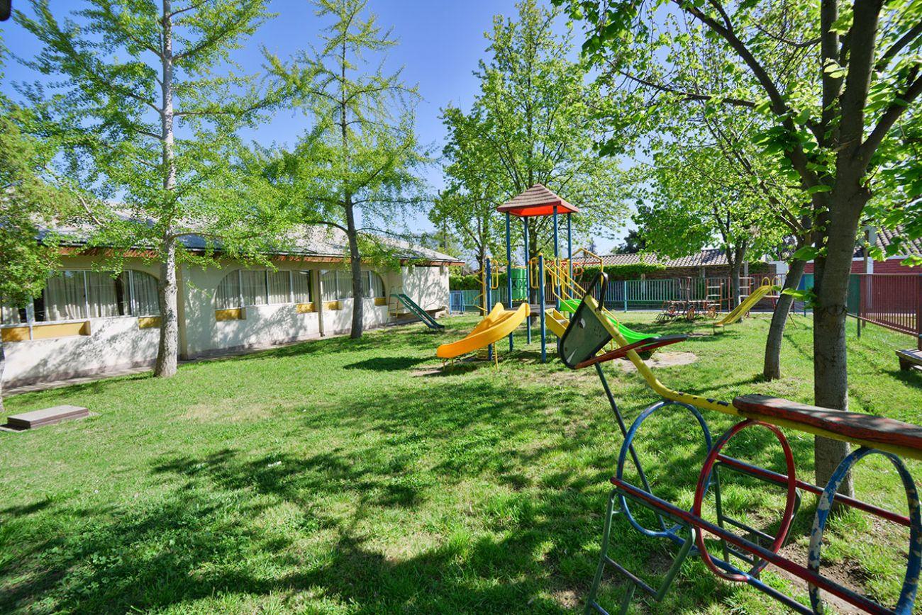 Baños Para Kinder Medidas:Patio acondicionado con áreas verdes para Pre Kinder y kinder